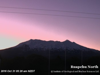 Clear but very windy Mt Ruapehu this morning.