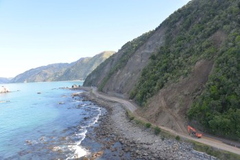 Rosy Morn landslide, SH1 south of Kaikoura, April 2017 (photo: New Zealand Transport Agency)