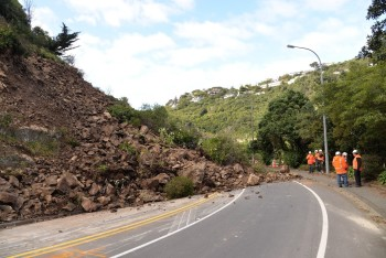 View from the road showing the scale of the landslide in relation to contractors on site (Photo: Chris Massey/GNS Science)