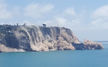 Thousands of cubic metres of rock fell into the sea from Whitewash Head Photo RNZ Sally Murphy